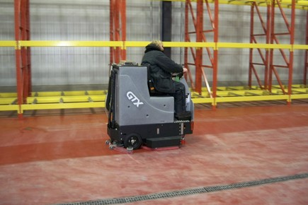 Warehouse floor cleaning with a TomCat GTX