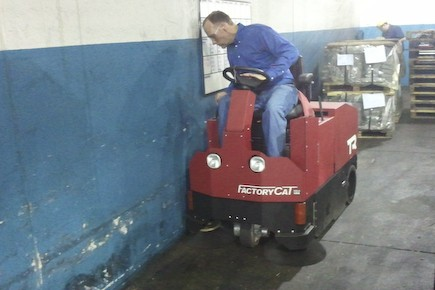 Industrial floor sweeping with a compact TR
